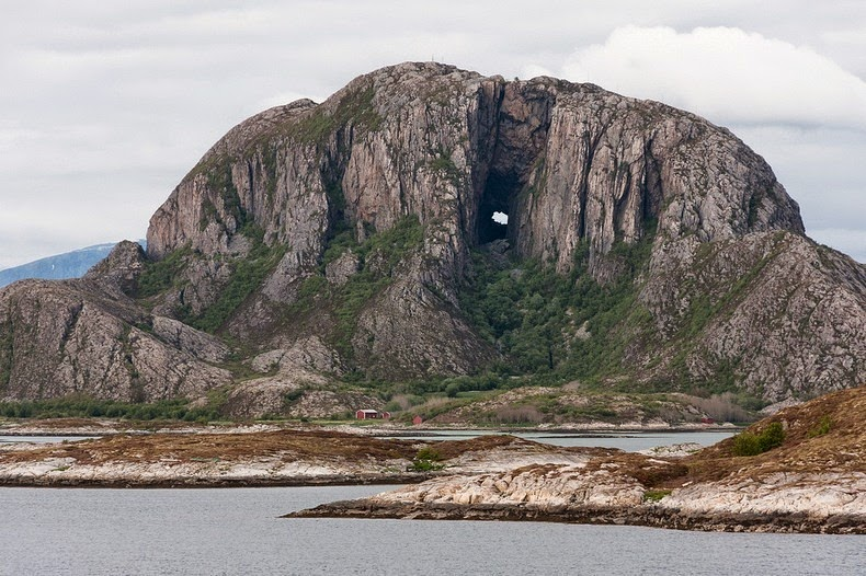 Torghatten, a montanha com um buraco no meio